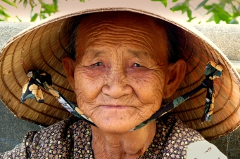 vietnamese-old-woman-with-hat