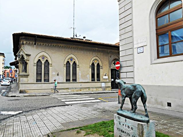 Piazza_Dante_e_Monumento_a_Fido.jpg