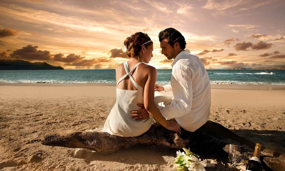 2-5-Body-Language-Hacks-To-Know-If-He-Loves-You
