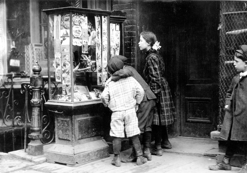 Christmas_Shopping,_1910