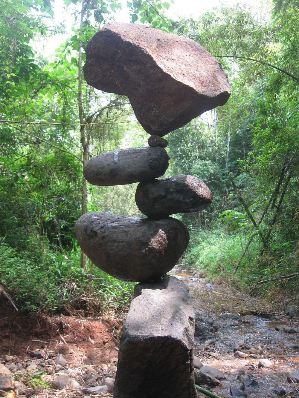 1200px-Rock_balancing_(Counter_Balance)