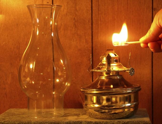 Kerosene-Lamp-iStock-680x520
