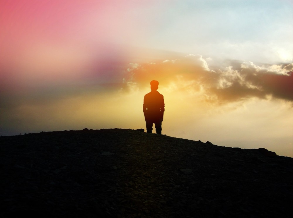 sky_color_silhouette_clouds_person_colorful_solitude_thought-105081.jpg!d