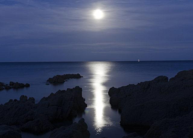 silence-stillness-meditation