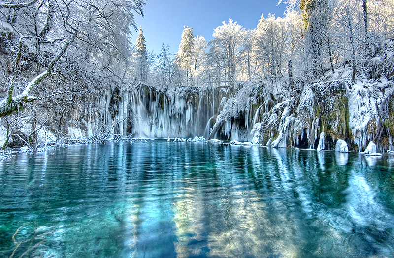 winter-plitvice-lakes-croatia