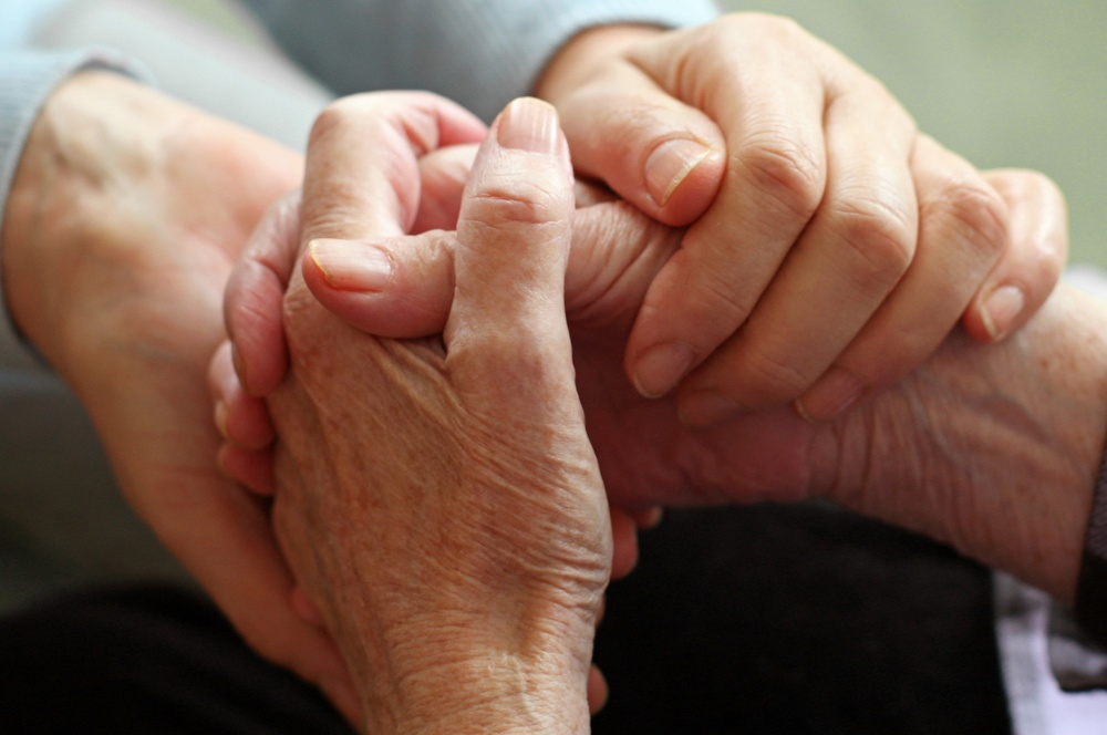 banner-hand-hold-elderly