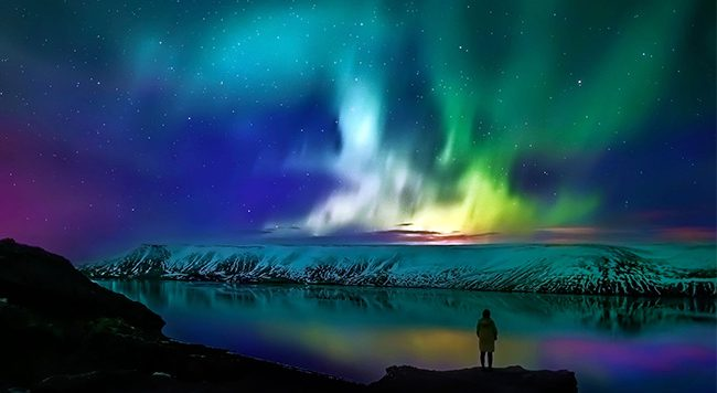 Northern-Lights_Reykjavik_Night-650x356