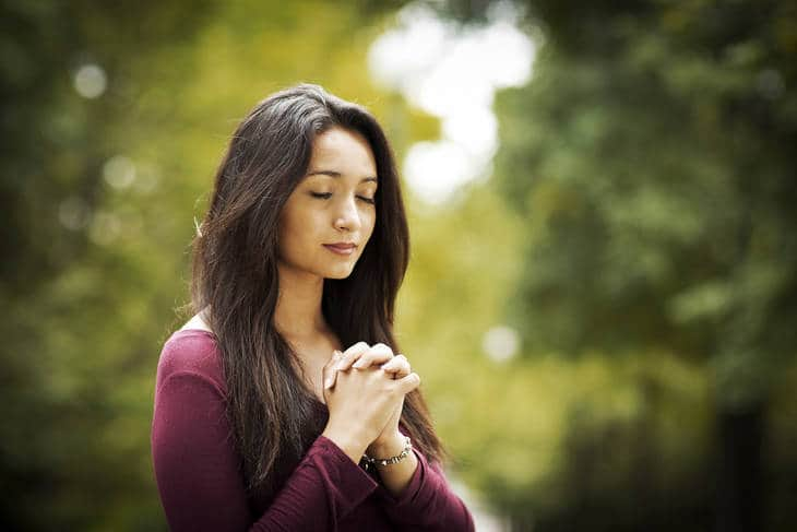 woman-nature-prayer-meditation