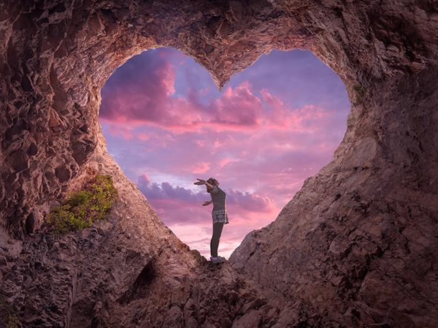 heart-cave-woman_si