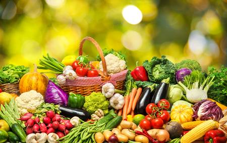 81386931-fresh-vegetables-and-fruits-background.jpg4